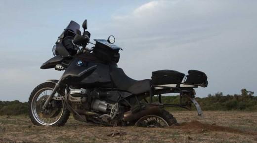 Motorradurlaub-2014-Tunesien-Bizerte-Cap-Serrat-einspurig-unterwegs