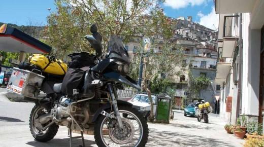 Motorradurlaub-2014-Sizilien-Fasano-Heimfahrt-einspurig-unterwegs