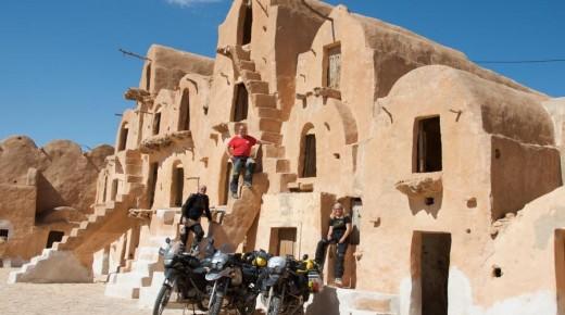 Motorradurlaub-2014-Tunesien-Ksar-Ouled-Soltane-einspurig-unterwegs