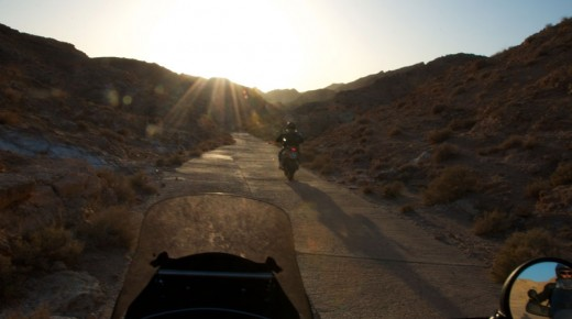 Motorradurlaub-2014-Tunesien-Chebikka-Mides-Rommel-Piste-einspurig-unterwegs