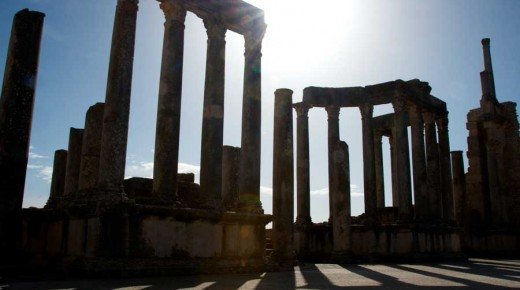 Motorradurlaub-2014-Tunesien-Dougga-einspurig-unterwegs