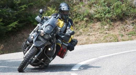 Vogesen-Motorrad-Geniessertour-einspurig-unterwegs